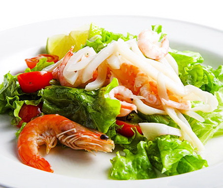 salat-iz-krevetok-i-kalmarov