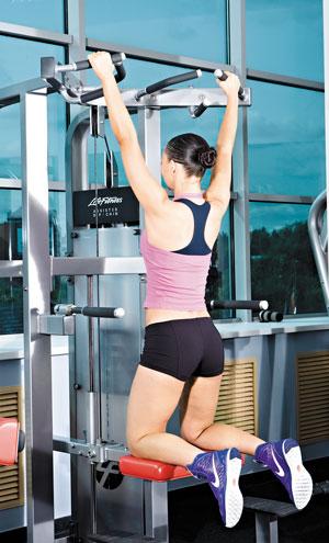 Упражнения помогают выработать правильную осанку